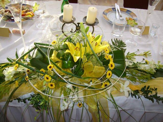 ...pripravičky, sladke pripravy... - ikebana na svadobnym stole