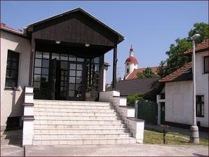 Katolícky dom v Chynoranoch - tu sa bude diať super veľkolepá zábava po obrade :-)