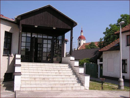 ♥ A je to tu..♥ už sa nám to kráti ♥ začali sa prípravy/ vybavovanie ♥ - Katolícky dom v Chynoranoch - tu sa bude diať super veľkolepá zábava po obrade :-)