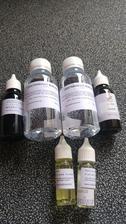 Odstraňovač bubliniek do mydielok, farbivo (fialové a tmavo modré) a vône (fialka a ylang ylang) :-)
