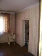 Ložnice... dveře do komůrky zazděné a z komůrky probouraná zeď do kuchyně