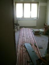 materiál na podlahové rošty, máme moc křivé podlahy, musí se vyrovnávat