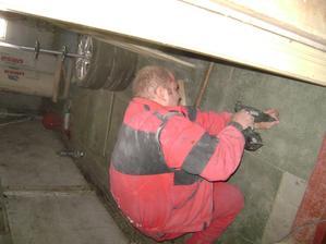 podlaha do sušárny a technické místnosti, tady to stačí nabouchat na zem bez roštu :-)