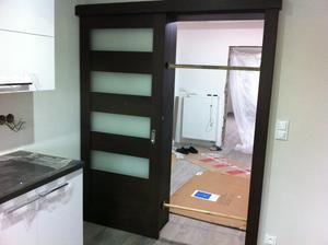 nové dveře, veliké nadšení, vypadají překrásně :-)