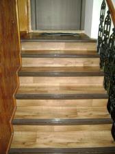schody k bytu, zrovna umyté