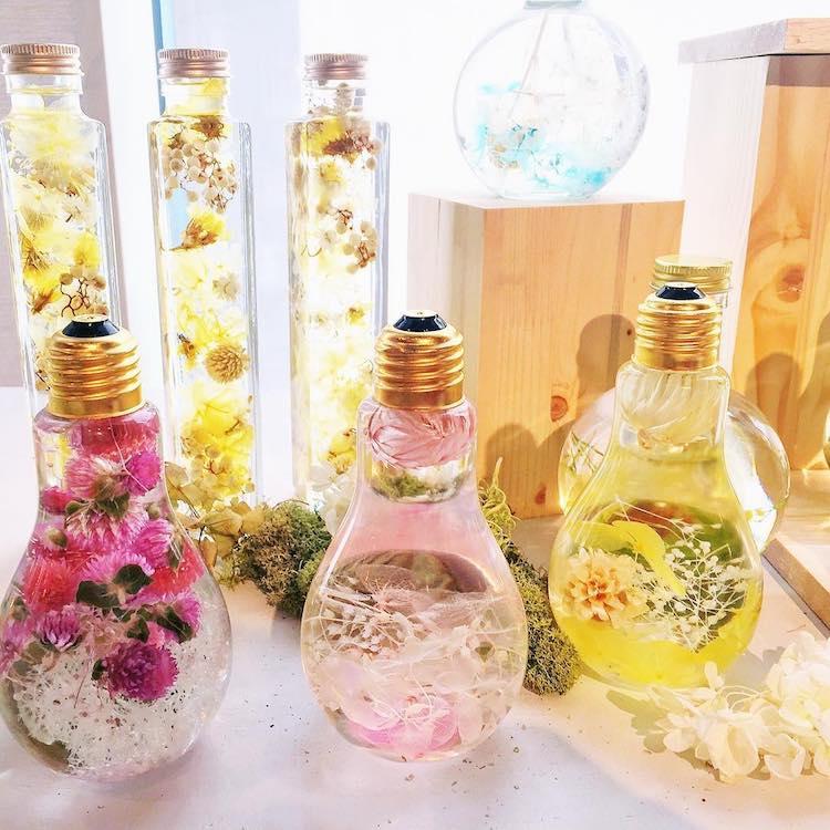 Krááásna inšpirácia :-) - http://www.nonstop-nabytok.sk/kvety-v-ziarovke-inspiracia-zive-kvety-kdekolvek-v-dome