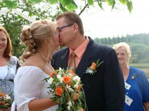 sladký manželský polibek
