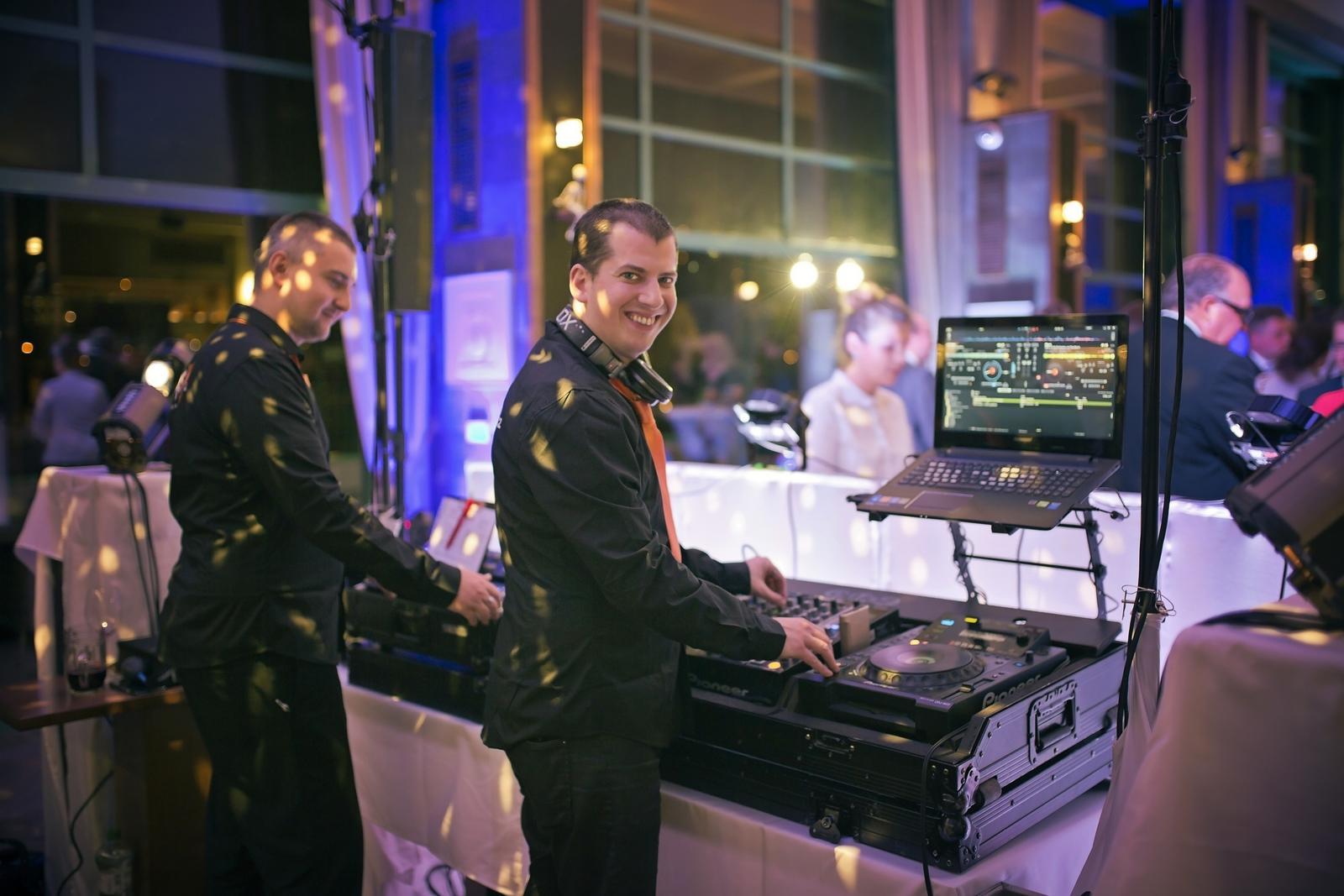 djfica - zázemí DJe