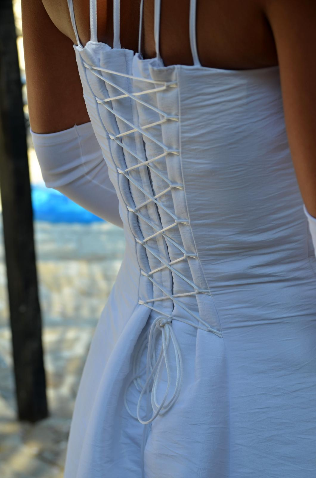 svatební šaty s krajkou - Obrázek č. 2
