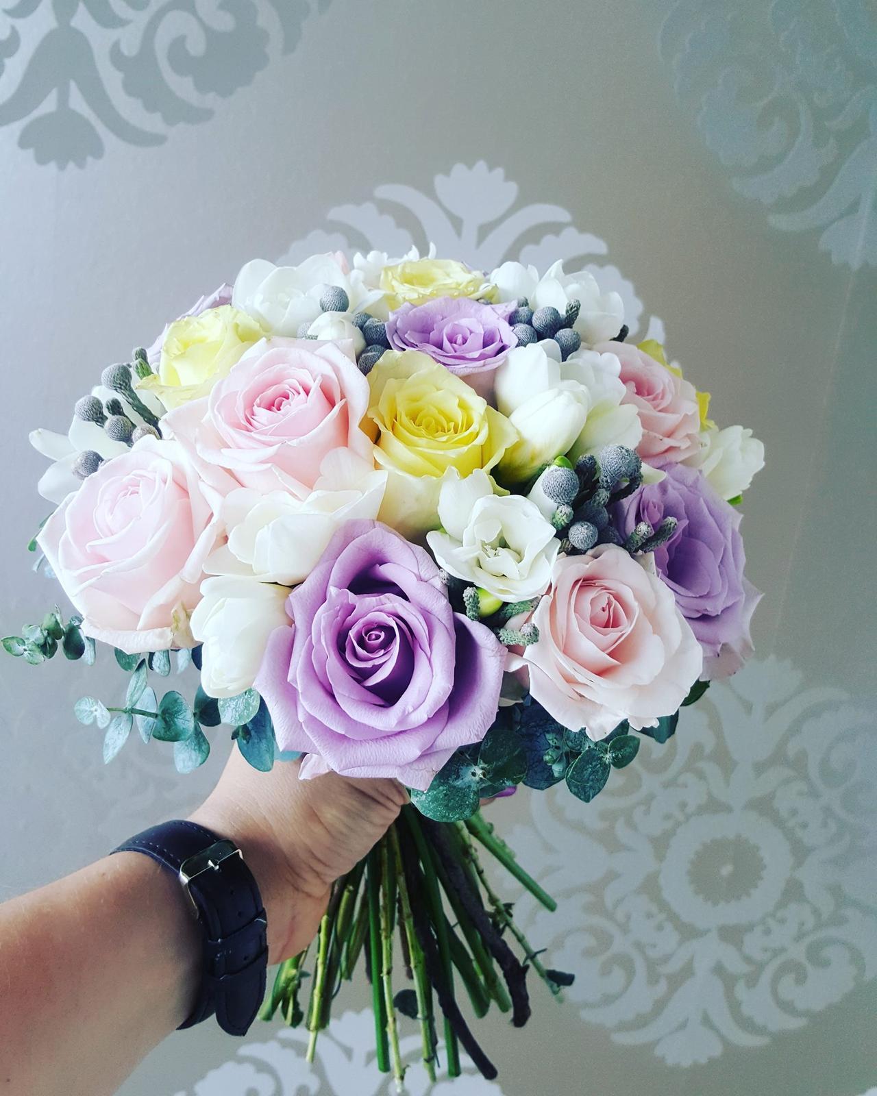 M{{_AND_}}J - ...fotka mojej kytičky od kvetinárky Majky :)...