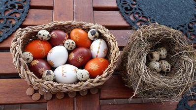 Jestli něco dělám opravdu nerada,nebaví mě to,nejde mi to,tak je to barvení vajec...letos jsem se po letech překonala a pár pro koledníky připravila..