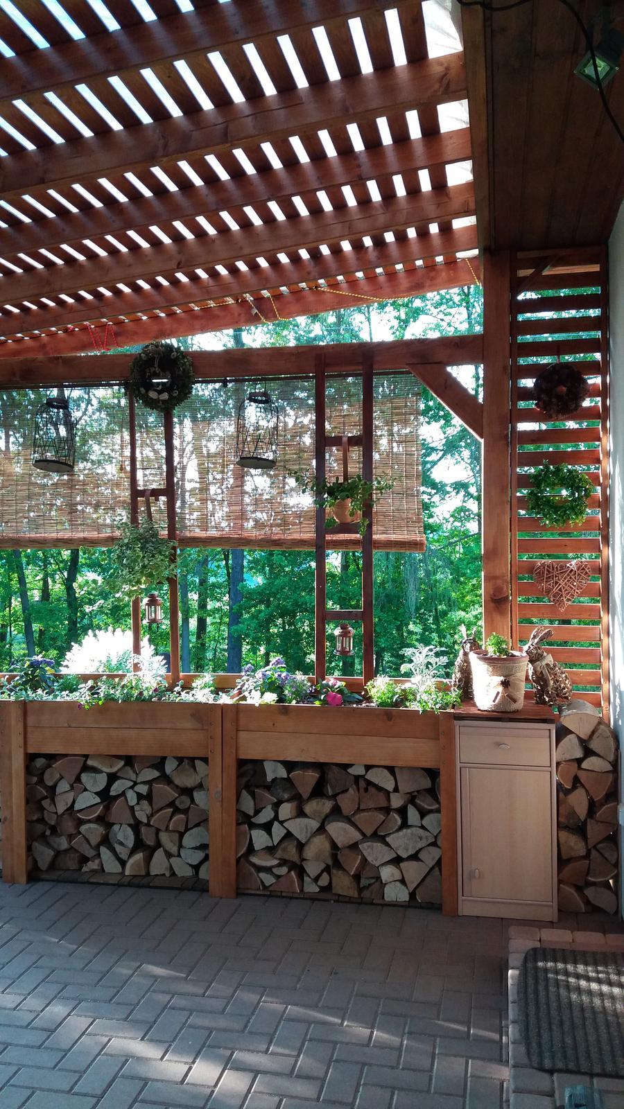 Rok 2017 u nás a po našem.... - Další  část terasy hotová,spokojenost😊..skříňka je jen provizorní,časem bude dřevěná na míru..