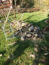 Rezeme drevo ze zahrady z vichru v minulem tydnu.