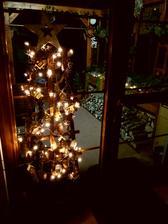 Vyndala jsem par vanocnich dekoraci,jeste ven svetylka a na pristi tyden bude pripraveno.