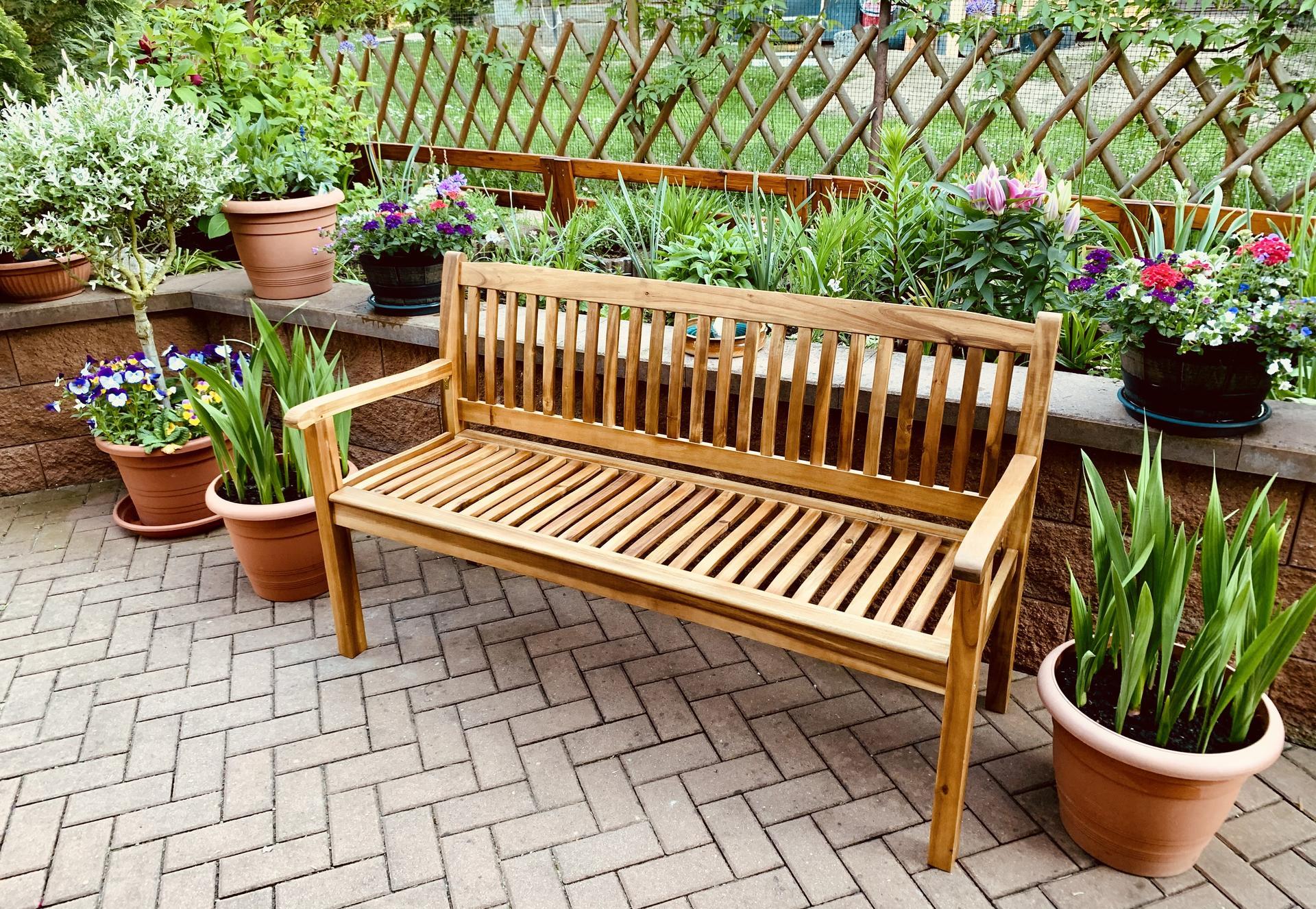 Pěkné ráno,pořídila jsem si novou lavičku z akácie,máte někdo nábytek z tohoto druhu dřeva,čím ho udržujete??Děkuji a hezký víkend všem😊 - Obrázek č. 1