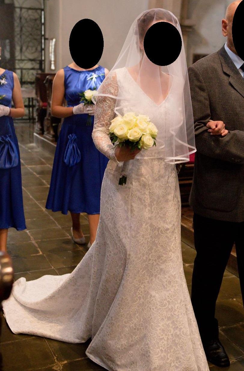 Krajkové svatební šaty s vlečkou - Obrázek č. 4