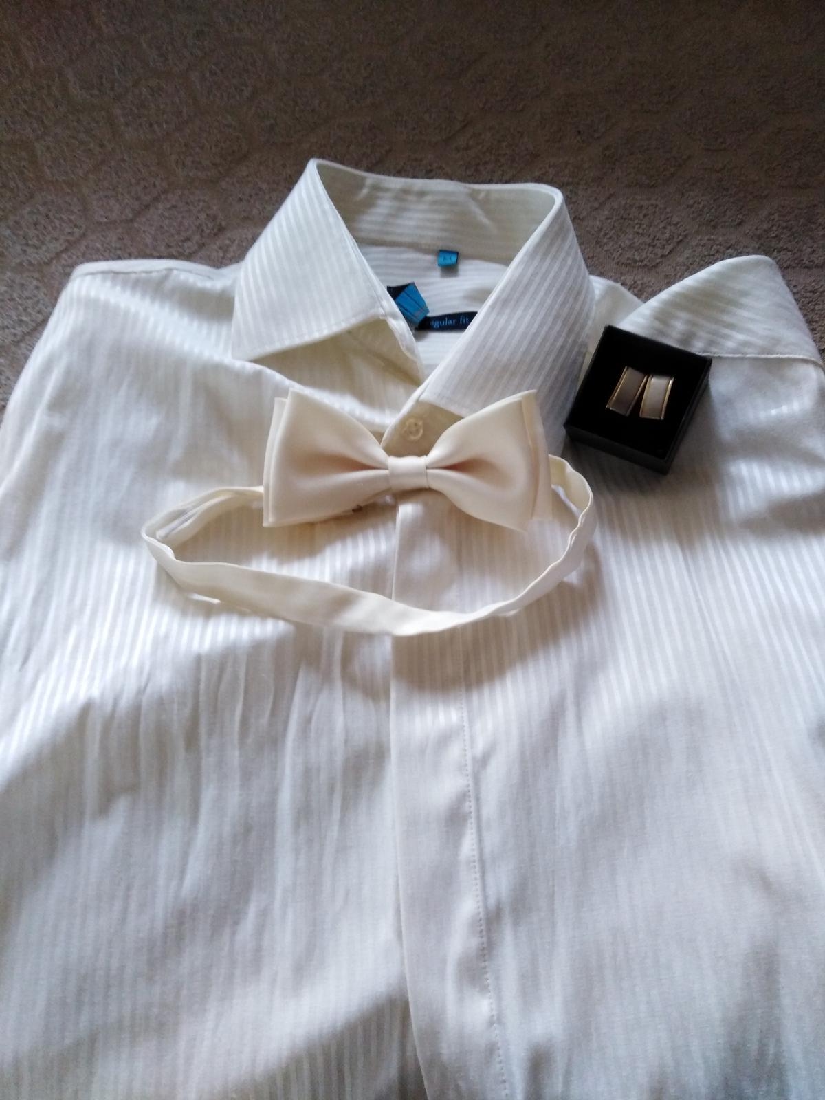 Zaujímavé smotanové svadobné šaty  - Obrázok č. 2