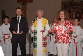 Naši svedkovia Janka a Hubert a farár Martin, môj spolužiak z kurzu španielčiny