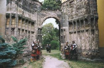 Panensky Tynec - nedostaveny goticky chram, 5. 9. 2009, 12:00 :)