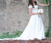 Svatební šaty s vlečkou a spadlými rukávky, 36