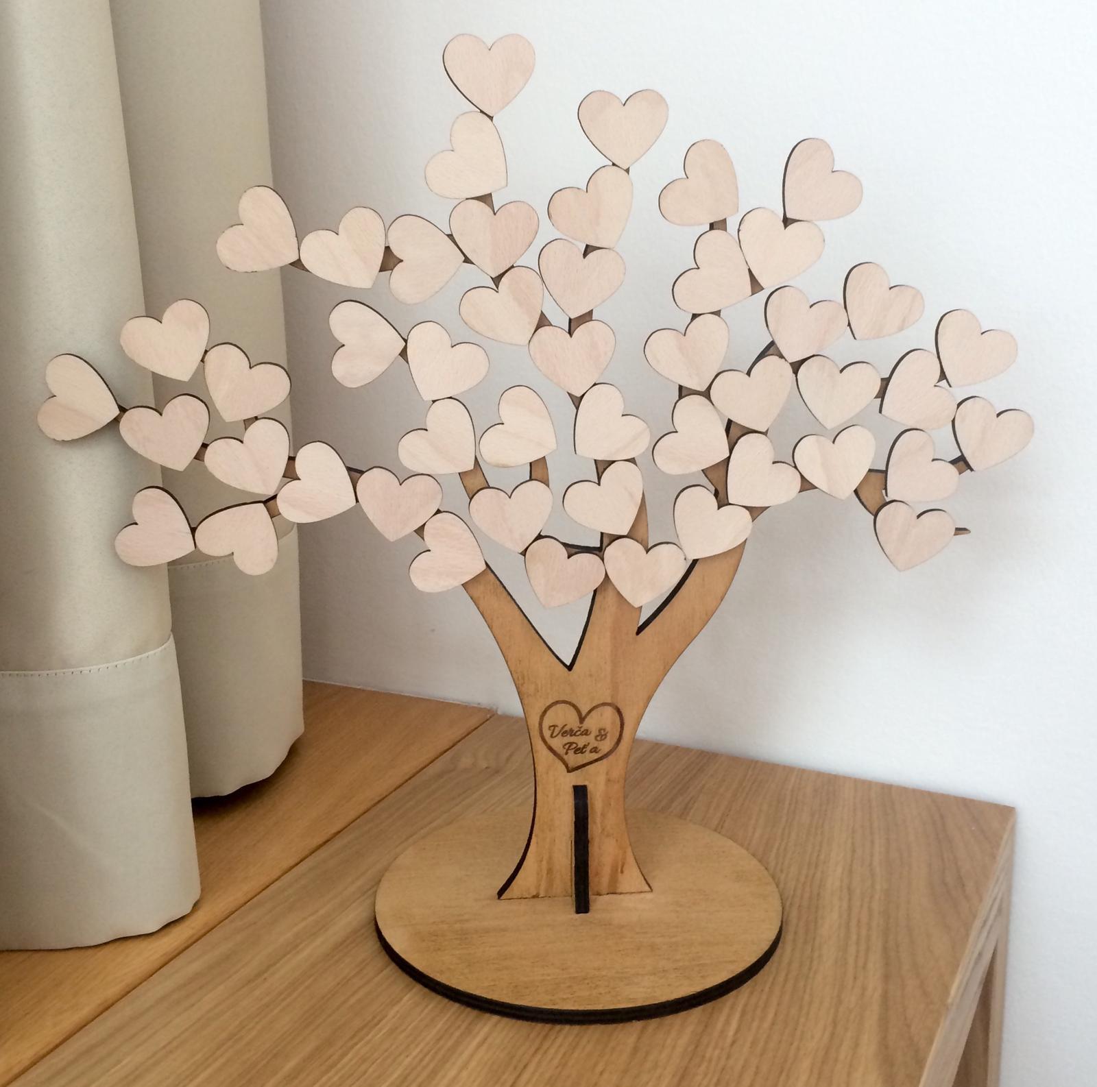 woodener - Strom života - Guest book - kniha hostů - na srdíčka stromu se vám podepíší všichni svatebčané na památku. Jména novomanželů na kmen stromu zadáte v objednávce.
