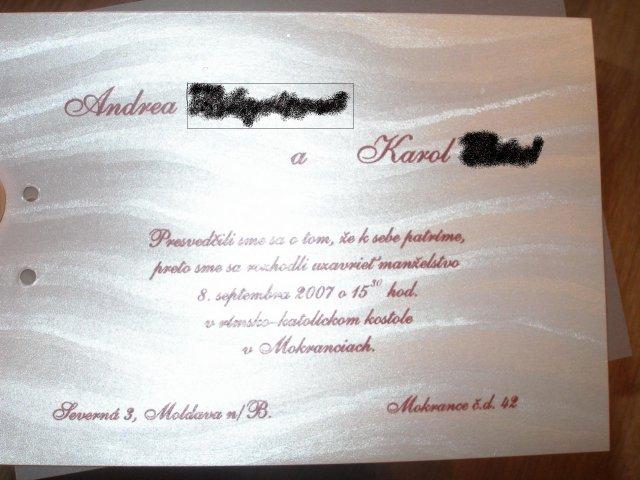 Moja predstava a skutocnost - text slovenskeho oznamka a papier, je taky strieborny leskly a su na nom take vlnovky
