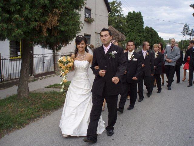 Andrea{{_AND_}}Karol - dlha cesta do kostola