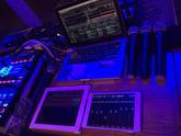 záber na techniku Bezdrátové mikrofóny shure sm58 dva krát ipad na riadenie zvukárskeho pultu a ovládanie svetiel