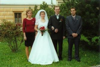se svědky..mimochodem měli svatbu 1.7.2006