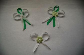 Anyes: Kombinace zelených mašliček (to kvítečko je světle zelené, jen to nejde líp vyfotit)