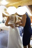 Svatební šaty s vlečkou a krajkou, 38