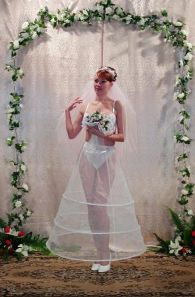 Svatební katastrofy - teď když koukám ns ty svoje staré svatební fotky, říkám jsi, že jsem byla pytomá.. mnohem víc by mi slušeli vlasy rozpuštené
