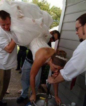 Svatební katastrofy - když jsi před obradem nervózní a řekneš ostatním, že by sis dala panáčka