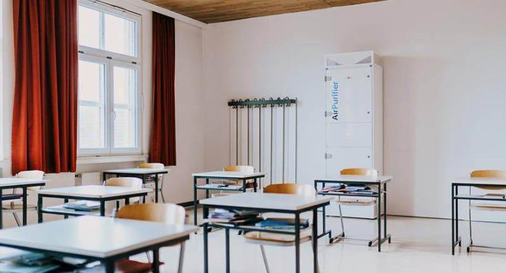 WOLF AirPurifier pre školy. Áno, aj takto by mohli vyzerať školské triedy alebo učebne. Čistič vzduchu WOLF AirPurifier zabezpečuje zdravý a čerstvý vzduch najbezpečnejšou metódou - filtráciou. A to aj v priestoroch, kde je náročné alebo nekomfortné priebežné vetranie, najmä v zimnom období.  Zbavme sa naraz zápachov, prachu, peľov, baktérií aj vírusov a získajme čisté a zdravé vnútorné prostredie počas celého roka pre všetky deti!  #wolfslovensko #airpurifier #vetranie #vzduchotechnika - Obrázok č. 1