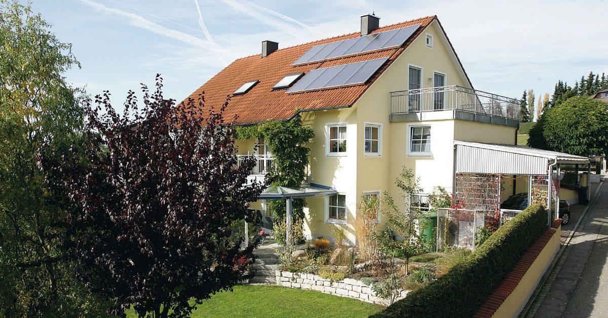 Slnečná energia je nevyčerpateľným zdrojom.   Zvažujete využite solárnych kolektorov pre váš rodiný dom? O slnečnej energii, aj o solárnych kolektoroch sa dozviete viac na našej stránke: https://fal.cn/3gZLv  #wolfslovensko #vykurovanie #solarnaenergia #alternativnezdroje - Obrázok č. 1