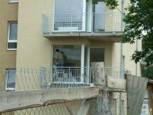 27.6.2009_umyvajú nám už okná :-)