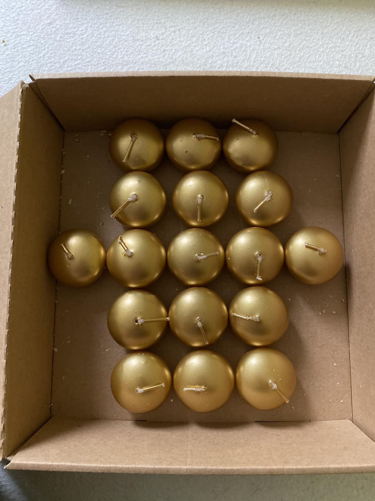 Plávajúce zlaté lesklé sviečky - Obrázok č. 1