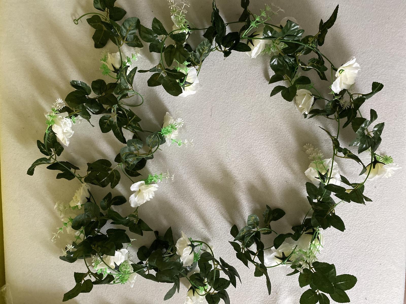 Umelá girlanda- biele ruže - Obrázok č. 1