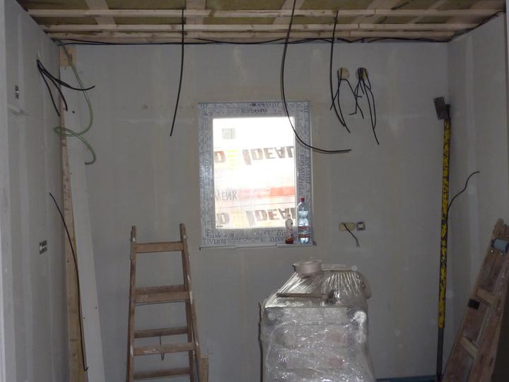 Naše Nova 77 - hotovo! - Kuchyň - je nám jasný, že okno jsme měli nechat větší...