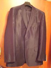 môjho Romanka oblek, je lesklý, veľmi pekný len kvalita fotky je zlá