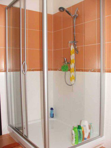 U nás doma - Náš pohodlný sprchový kút - ešte bez poličky