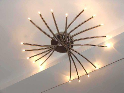 U nás doma - Lampa nad schodmi pekne ladí so zábradlím...