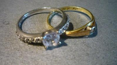 zásnubní prsten(y) - tak už od něj mám dva :-)