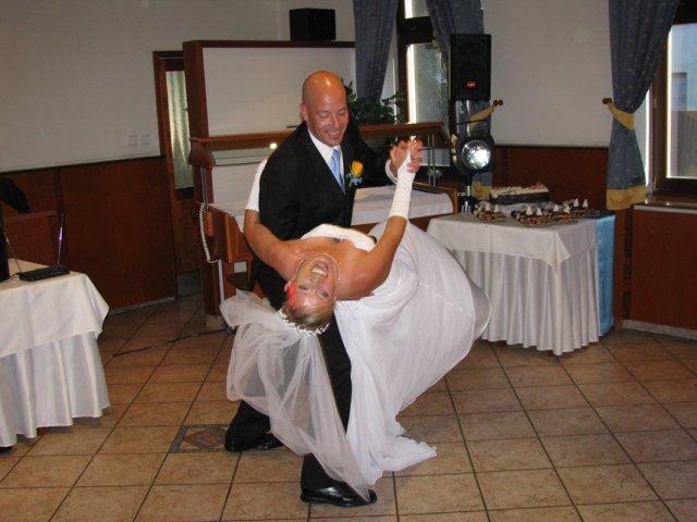 Silvia{{_AND_}}Richard - 1 manželský tanec.. :)