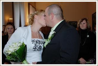 první políbení
