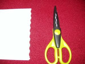 nůžky na výrobu oznámení a jmenovek