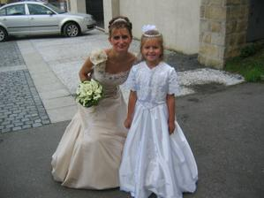 Novomanželka s družičkou