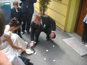 Ženichovi uklízení šlo perfektně - šťastná novomanželka!