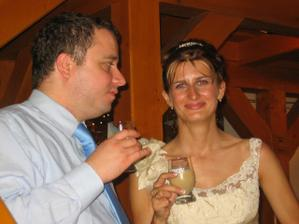 Novomanželé se věnovali všem hostům