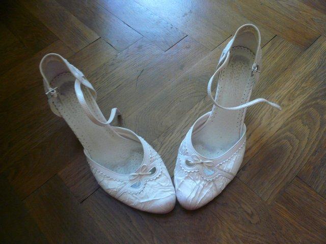 17.7.2010 Andrea a Maťo - moje topánočky :) ďakujem Luci